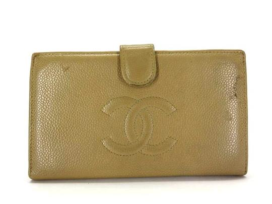 Preload https://img-static.tradesy.com/item/21157505/chanel-beige-caviar-cc-logo-long-bifold-217230-wallet-0-0-540-540.jpg
