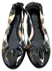 Burberry Black and Tan Flats