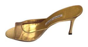 Manolo Blahnik gold/ lucite Pumps