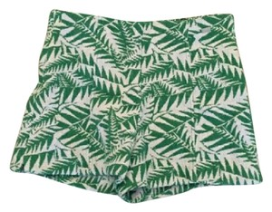 Zara Mini/Short Shorts Green and white