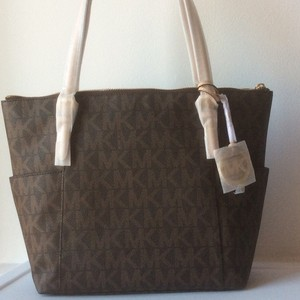 Michael Kors Nwt New With Tags Logo Signature Tote in Brown
