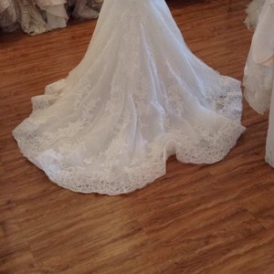 Maggie Sottero Ivory Lace 5mb657 Formal Wedding Dress Size 8 (M)