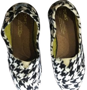 TOMS black and white houndstooth Flats