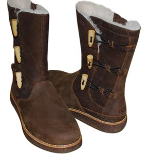UGG Australia Oiled Leather Winter Horn Toggle Closure Rubber Sole Sheepskin Chocolate Boots