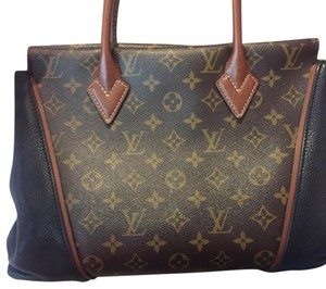 Louis Vuitton Tote in Monogram Print with black sides