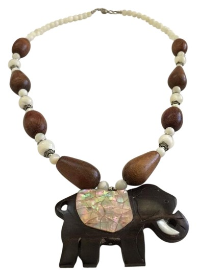 Preload https://img-static.tradesy.com/item/21164731/lee-sands-wood-elephant-of-pearl-and-wooden-new-necklace-0-1-540-540.jpg