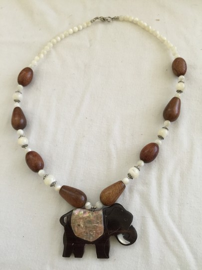 Other Lee Sands wood elephant necklace mother of pearl and wooden NEW
