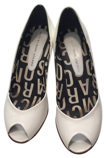 Preload https://img-static.tradesy.com/item/21165092/marc-by-marc-jacobs-white-patent-leather-pumps-size-us-regular-m-b-0-1-540-540.jpg