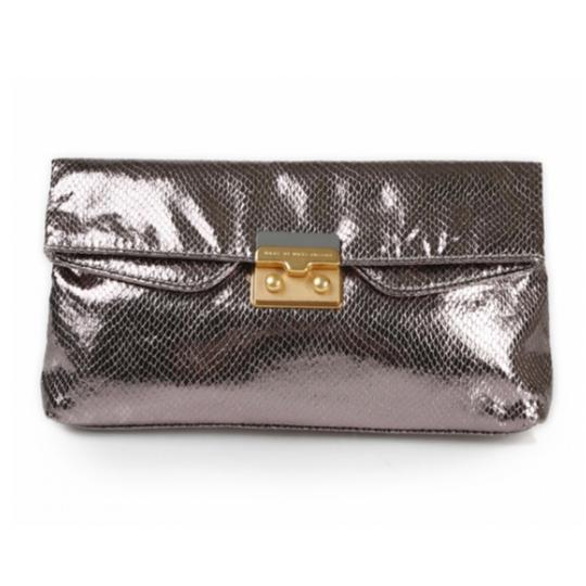 Preload https://img-static.tradesy.com/item/21166758/marc-by-marc-jacobs-snake-on-a-wire-free-shipping-silver-clutch-0-0-540-540.jpg