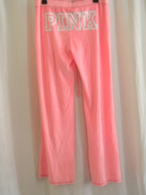 Preload https://img-static.tradesy.com/item/21166866/victoria-s-secret-pink-love-graphic-sweats-lounge-velour-relaxed-fit-pants-size-8-m-29-30-0-0-650-650.jpg