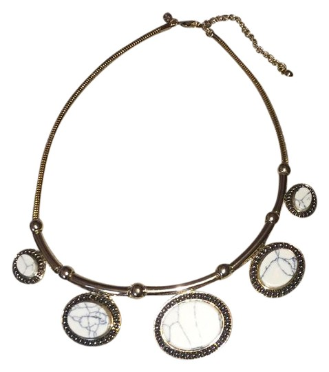Preload https://img-static.tradesy.com/item/21167389/joan-rivers-gold-white-classic-collection-necklace-0-1-540-540.jpg