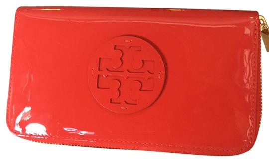 Preload https://img-static.tradesy.com/item/21167660/tory-burch-red-stacked-patent-zip-continentals-wallet-0-1-540-540.jpg