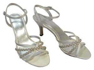 Michelangelo Size 7.00 M Rhinestones Leather Soles Very Good Condition White Formal