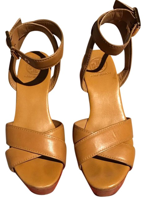Item - Yellow Box It Comes with Box. Final Sale Pumps Size US 6.5 Regular (M, B)