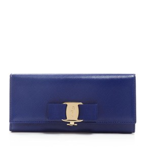d8ab03c40c3c Salvatore Ferragamo Wallets - Up to 70% off at Tradesy (Page 3)