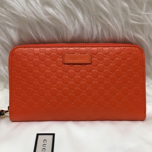 Gucci leather wallet with zip