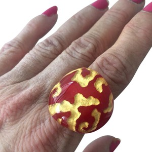Other gold lava lucite resin