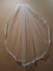 Bridal Light Ivory Elbow Length Veil With Comb Style 413-3