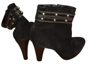 Nicole Miller Edgy Rocker Chic Studded black Boots
