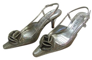 J. Renee Size 6.00 M Cushioned Footbed Very Good Condition Silver Sandals