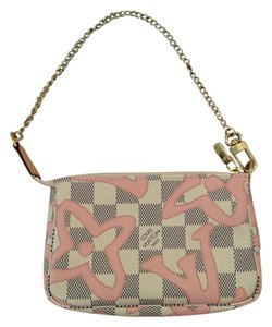 Louis Vuitton Pochette Tahitienne Rose Wristlet in Tahiti Rose