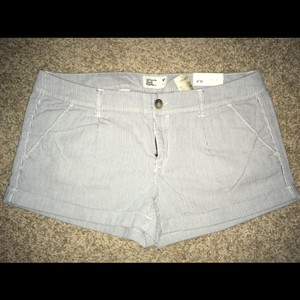 American Eagle Outfitters Mini/Short Shorts blue & white pinstripes
