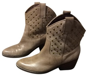 Wrangler Studded Cowboy Taupe Boots