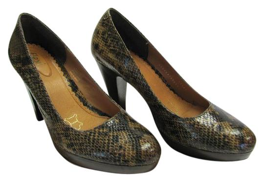 Preload https://img-static.tradesy.com/item/21176674/brown-black-leather-reptile-design-m-very-good-condition-pumps-size-us-8-regular-m-b-0-1-540-540.jpg