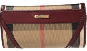 Burberry Wristlet in burgundy
