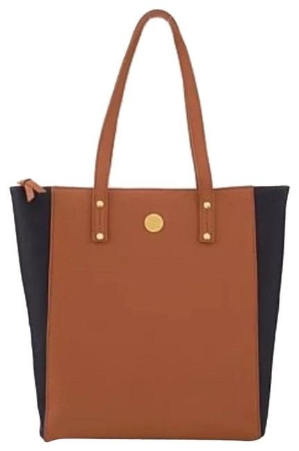 Item - Shoppers/Totes Camel Leather Tote