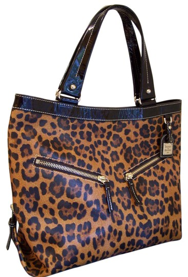 Preload https://item4.tradesy.com/images/dooney-and-bourke-sara-brown-saffiano-leather-tote-21178933-0-1.jpg?width=440&height=440