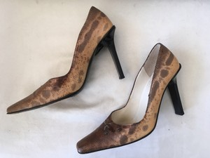 Claudia Ciuti Exotic Textured Beaded Snake Skin Ivory & Brown Pumps