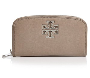 Tory Burch NWT TORY BURCH BRITTEN ZIP CONTINENTAL WALLET GRAY LEATHER CLUTCH BAG
