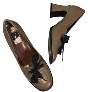 Charles Jourdan taupe Pumps