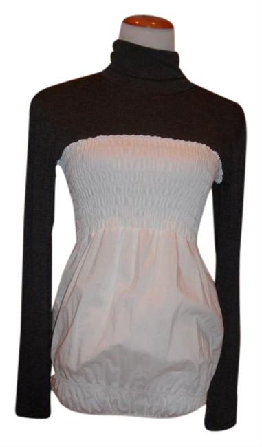 Item - White and Gray Turtleneck Fun To Wear Combination with Cotton Tunic Size 6 (S)