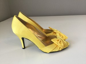 Nina Shoes Canary Yellow Forbes Pumps Size US 7 Regular (M, B)