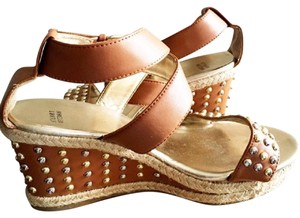 Stuart Weitzman Studded Heels Size 4 Sandals Leather brown Wedges