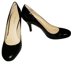 Nine West Black patent leather pumps. Always worn with insoles, so no wear on interior. Small scuff marks near rear heel. (See pics) Pumps