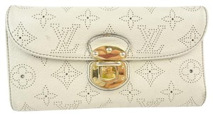 Louis Vuitton Louis Vuitton White Mahina Leather Long Wallet 10396