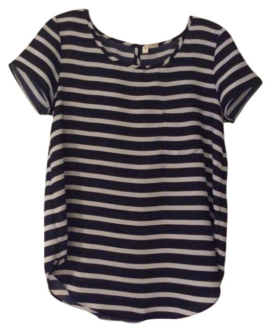 Preload https://img-static.tradesy.com/item/21191507/blue-and-white-striped-blouse-size-8-m-0-1-650-650.jpg