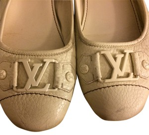 Louis Vuitton Italian Leather Pebbled Logo Ballet Comfortable Monogram White Flats