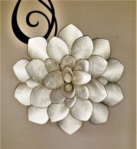 Damask Textured Wall Flower Decor