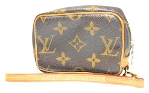 Louis Vuitton Wapiti Wapity Wristlet in Monogram