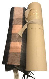 Burberry the large classic cash cashmere scarf in check