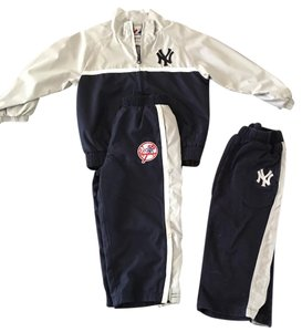 Majestic MLB Majestic MLB light weight jacket and pants. New York Yankees size 3T