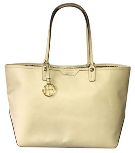 Hendri Bendel Tote in off white/cream