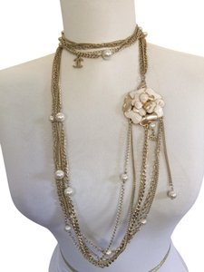 Chanel CHANEL WHITE PEARLS AND GOLD CHAINS NECKLACE