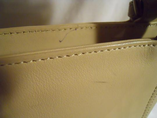 unknown Leather Tote in beige Image 9