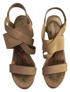 Madden Girl nude Wedges