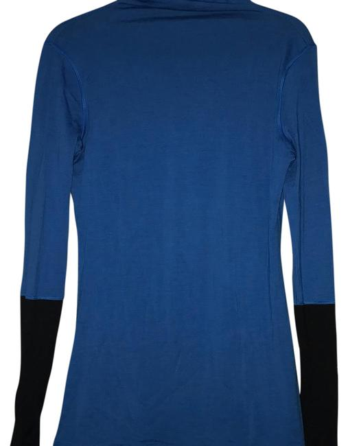 Preload https://img-static.tradesy.com/item/21200436/lululemon-blackcobalt-vintage-turtleneck-sweaterpullover-size-8-m-0-1-650-650.jpg